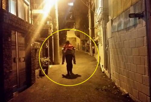 A South Korean police officer piggybacked a grandmother uphill.