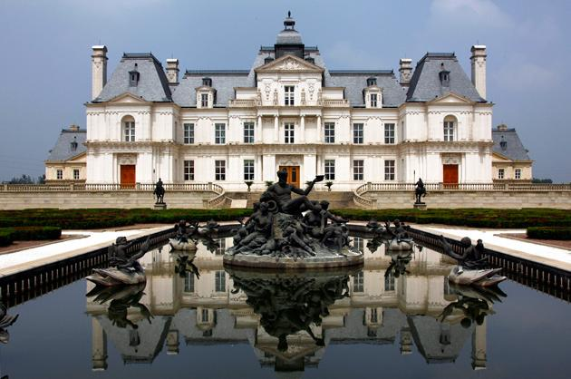 This grandiose hotel on the outskirts of Beijing is a replica of the Château de Maisons-Laffitte, a famous Parisian landmark.