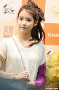 IU-Seoul-Doll-Fair-iu-28286384-854-1286